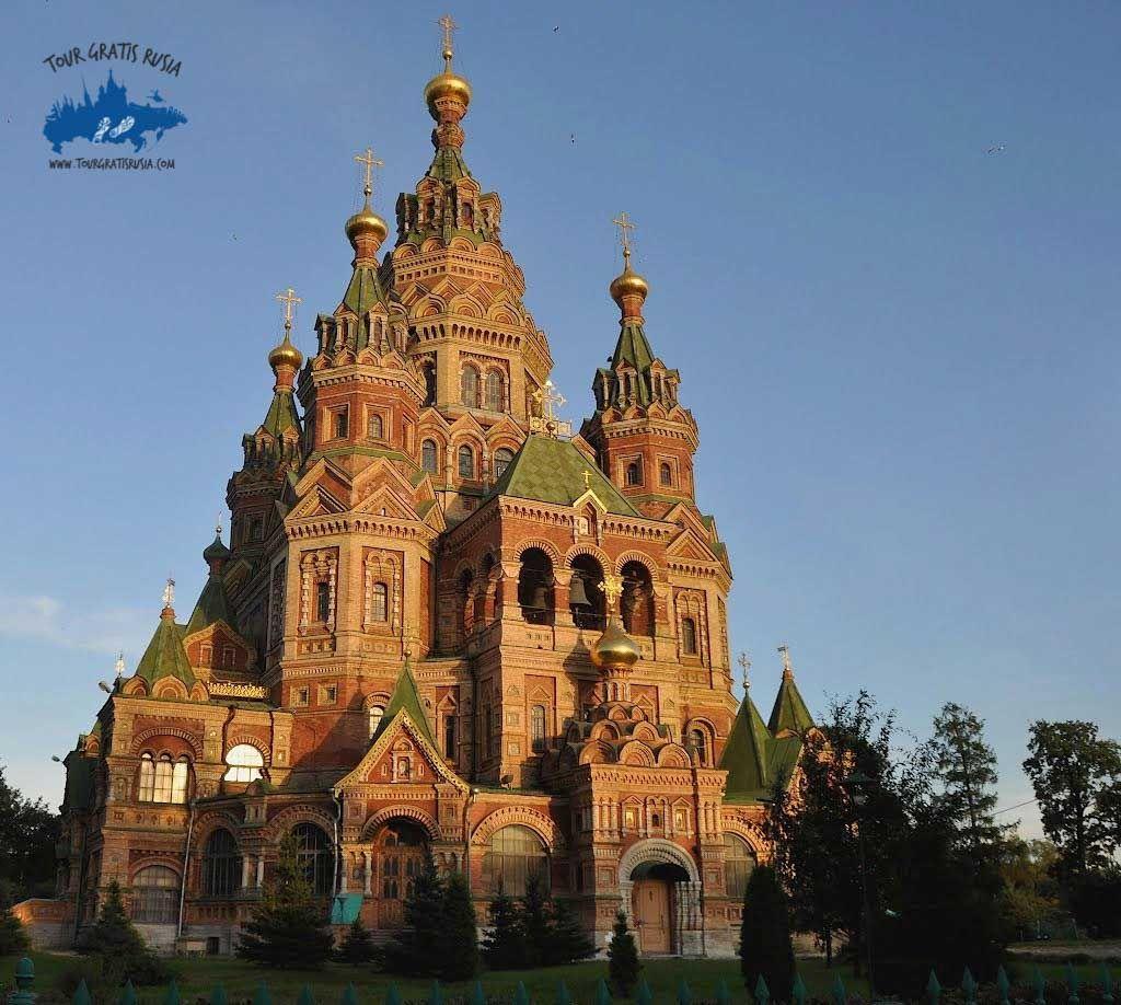 La Catedral de Pedro y Pablo en Peterhof