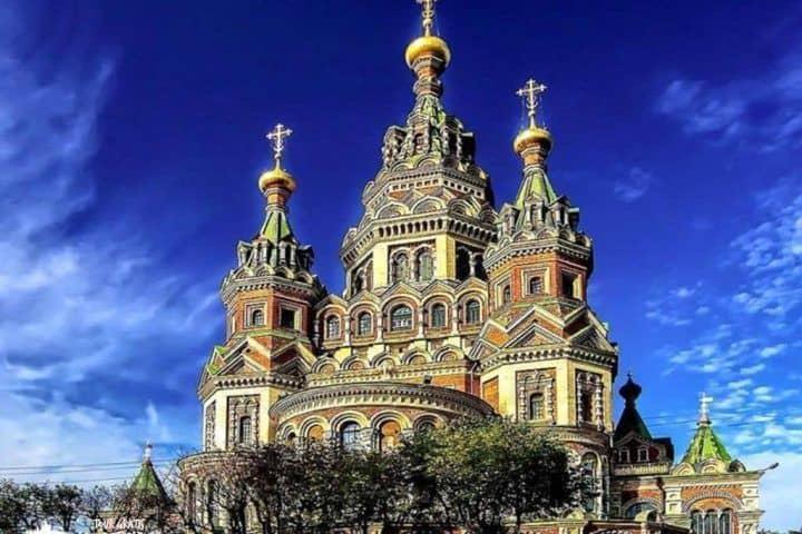 Catedral-de-Pedro-y-Pablo-en-Peterhof