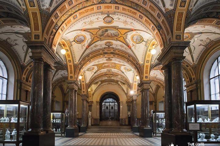 El-Museo-de-la-Academia-Artes-de-San-Petersburgo