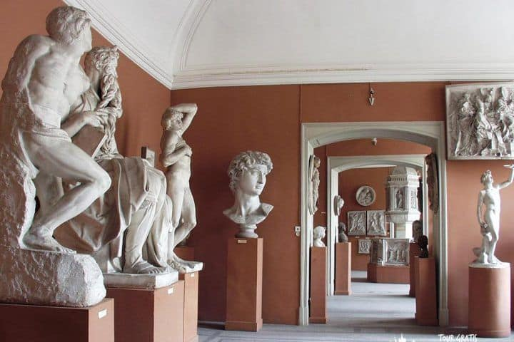 El-Museo-de-la-Academia-de-Artes-San-Petersburgo
