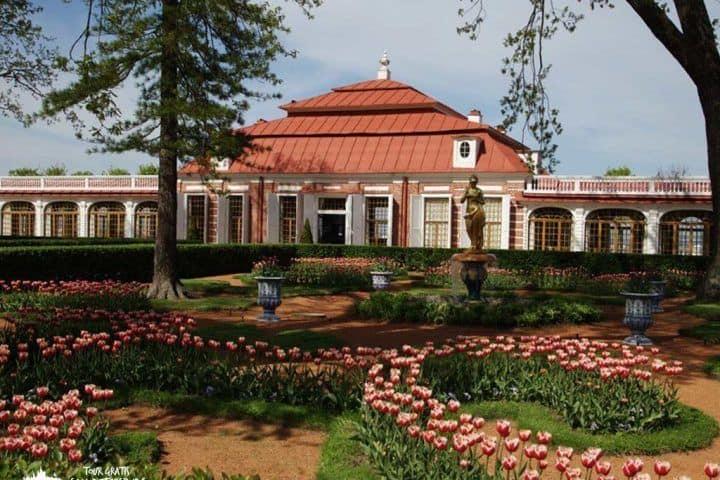 El-Palacio-Monplaisir-rusia