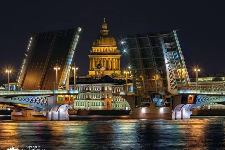 El-puente-Blagoveshchensky