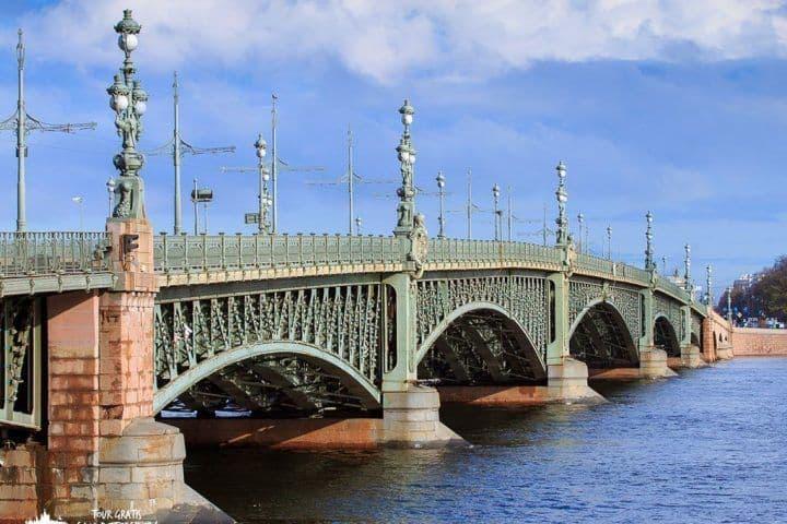 El-puente-Troitskiy