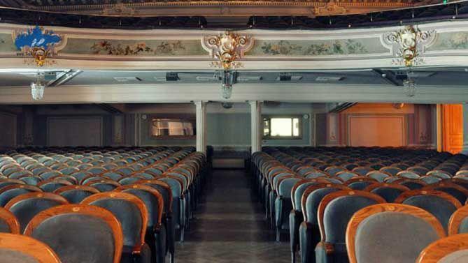 El-teatro-de-Komissarzevskoy-interior