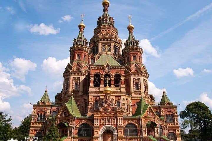 La-Catedral-de-Pedro-y-Pablo-Peterhof