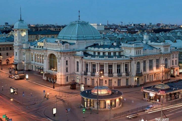 La-Estación-de-Vitebsk-en-San-Petersburgo