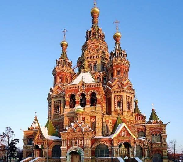 Recorrer la Catedral de Pedro y Pablo en Peterhof; Conocer la Catedral de Pedro y Pablo en Peterhof; Visitar la Catedral de Pedro y Pablo en Peterhof