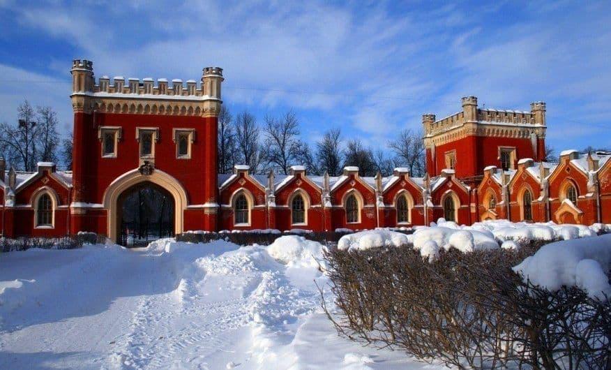Recorrer los establos del Palacio de Peterhof; Conocer los establos del Palacio de Peterhof; Visitar los establos del Palacio de Peterhof