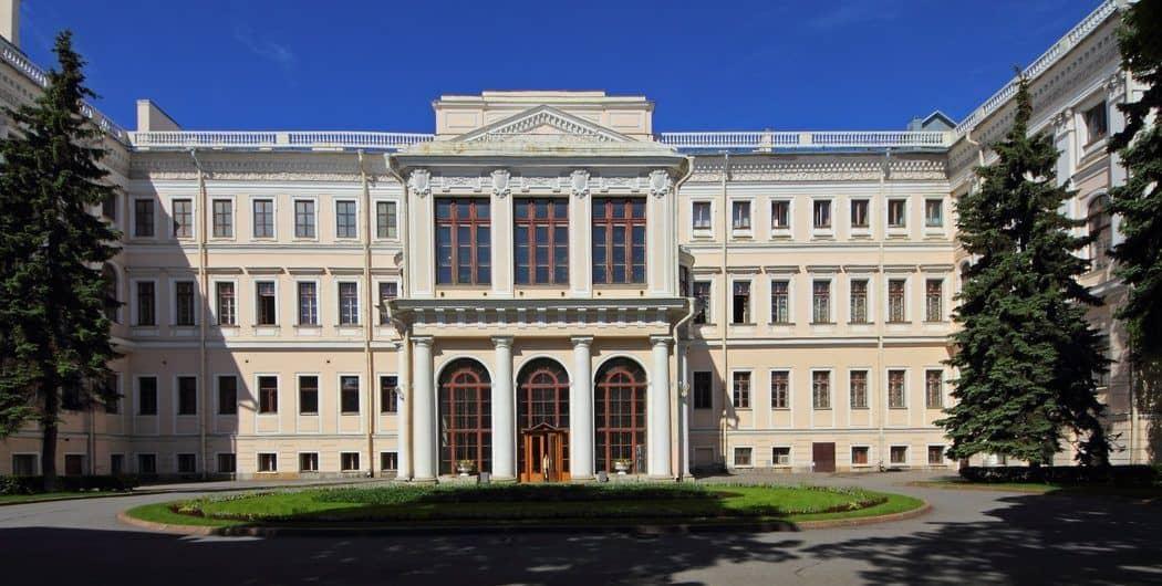 Excursionar en el Palacio de Anichkov en San Petersburgo; Conocer el Palacio de Anichkov en San Petersburgo; Visitar el Palacio de Anichkov en San Petersburgo