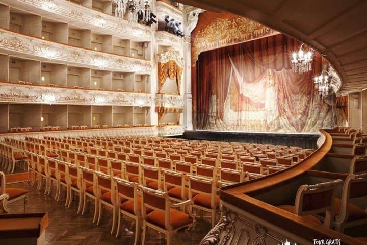vista-frontal-del-Teatro-Mijailovski
