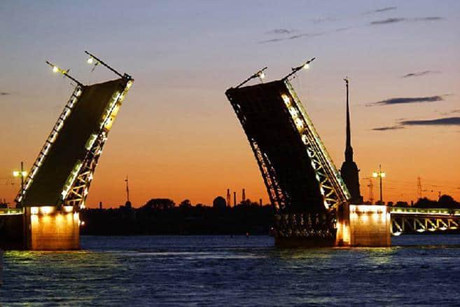 Como llegar al puente del Palacio en San Petersburgo; Que ver en el puente del Palacio en San Petersburgo; Visitar el Puente del Palacio en San Petersburgo
