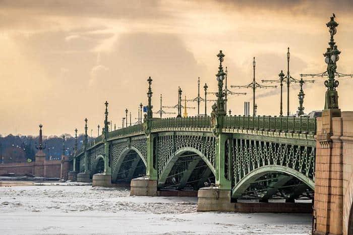 Excursionar por los Puentes de San Petersburgo; Recorrer los Puentes de San Petersburgo; Visitar los Puentes de San Petersburgo